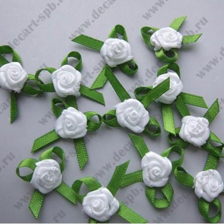 Цветы пришивные Роза белая с зеленью 2 см