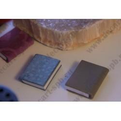 Книга с кожаной обложкой 28х23мм, в наличие разные цвета
