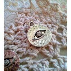 Подвеска Глаз в круге, 20х16мм, прозрачный страз, цвет - античное серебро, 1шт