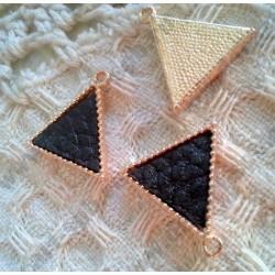 Подвеска Треугольник с кожаной вставкой, 17х16мм, цвет - золото, черный, 1шт